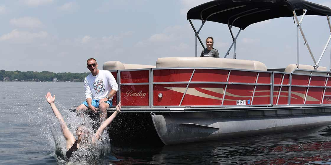 Pontoon boating in Middleton